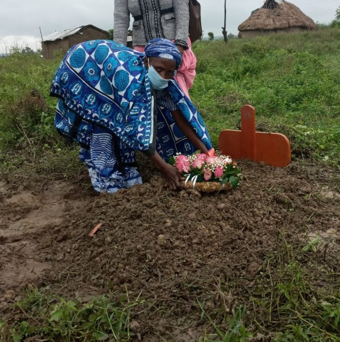 Baby of widow who cooked stones for meal buried next to her father
